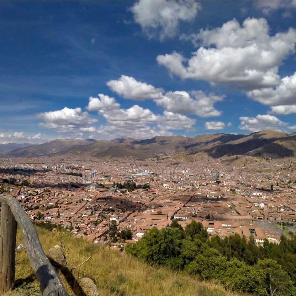 vista Sacsayhuaman en viaje a Cusco